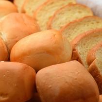 朝食一例(パン各種)