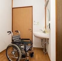 101号室 車いすユーザーに利用しやすい客室