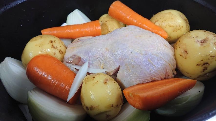 *見た目も豪快な鶏の丸焼きをダッチオーブンで!
