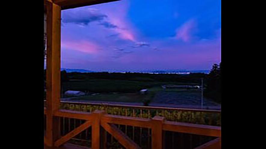 *夕暮れの福島盆地 ATOMA檜のテラスから