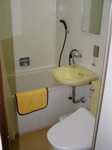 全室バストイレ付