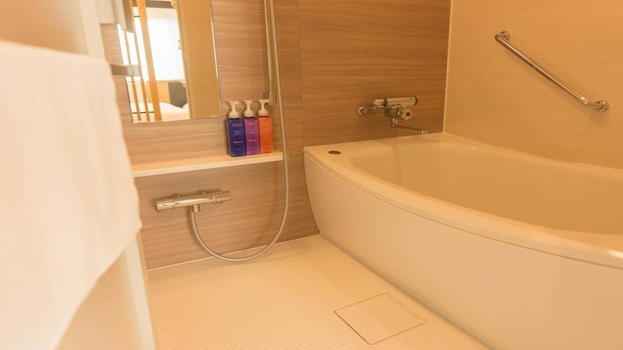 畳ツインルームのバスルームです(バス・トイレ・洗面台がそれぞれ別々のセパレートタイプです)