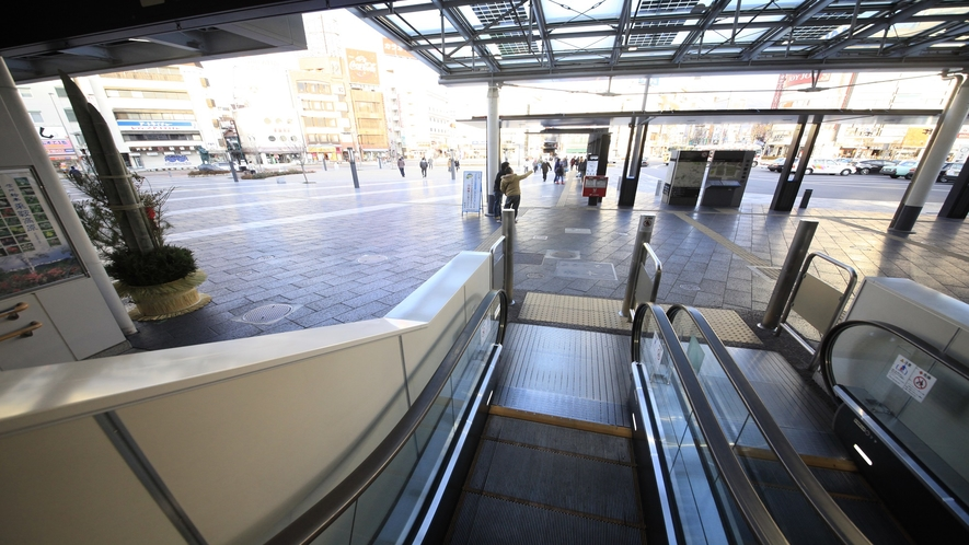 【アクセス】エスカレーターで1階に着いたら正面左方向へ。