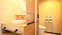 畳ツインルームはバスルーム・洗面台・トイレがそれぞれ別のセパレートタイプとなっております。