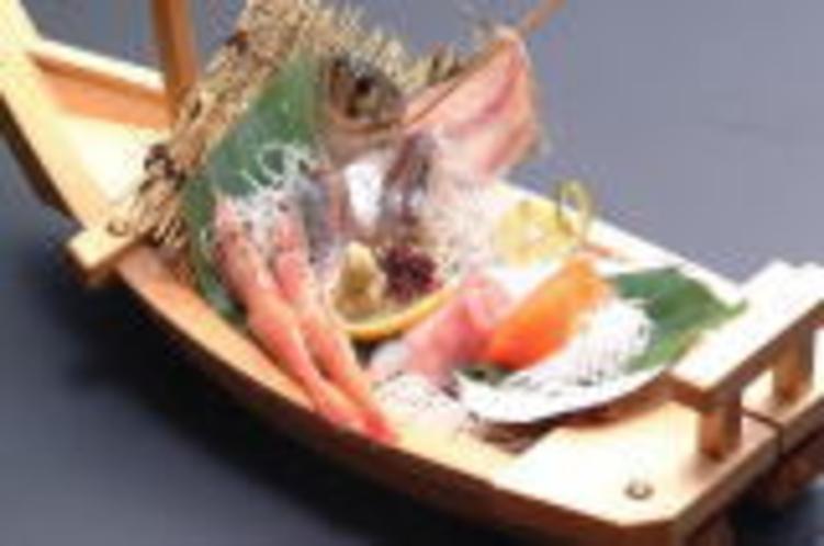 姉妹館四国高松温泉内の漁&BAR金家の刺し身5種盛りセット