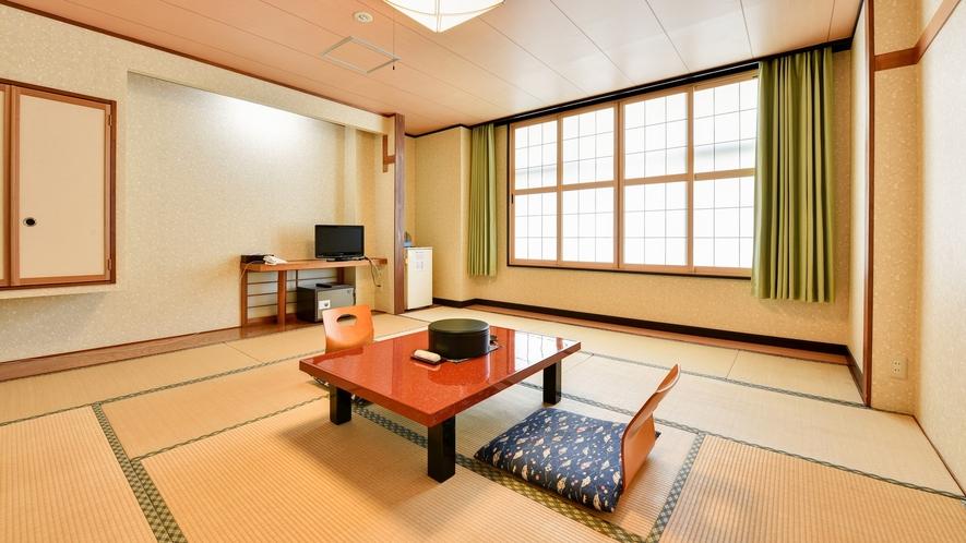 *【和室10畳】畳が落ち着く、純和風のお部屋です。