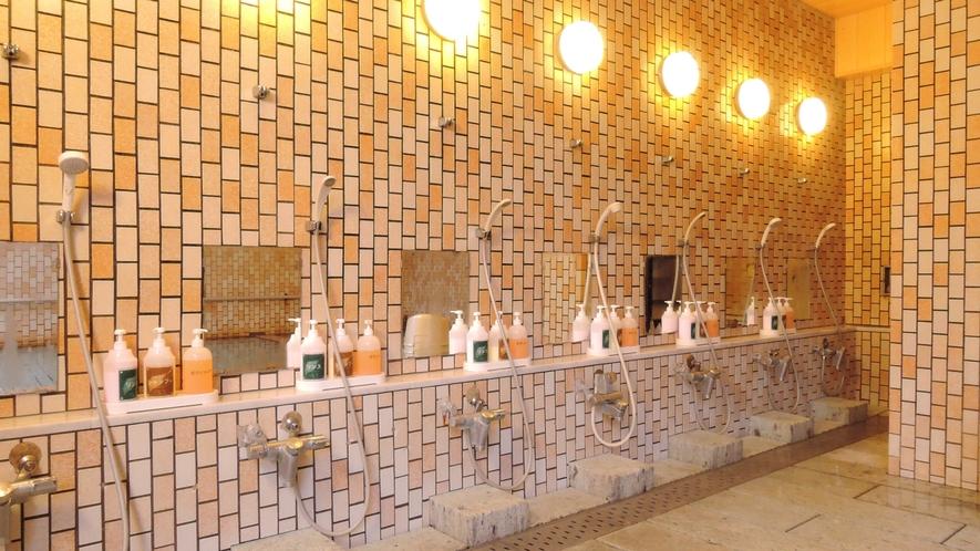 *【大浴場】日差しが入る明るい大浴場で、ゆったりと疲れを癒してください。