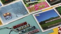 ■旅の記念に★四季折々の風景をバックにした路線ポストカードや電車を型どったストラップ