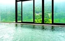 琴音の湯 烏帽子山に面したお風呂。