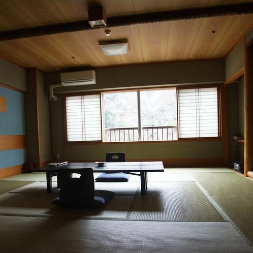 喫煙和室(2階)
