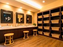 ●男性浴場更衣室