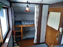 駅舎2階・ベッドルーム「深緑(ヴェール・4名用)」