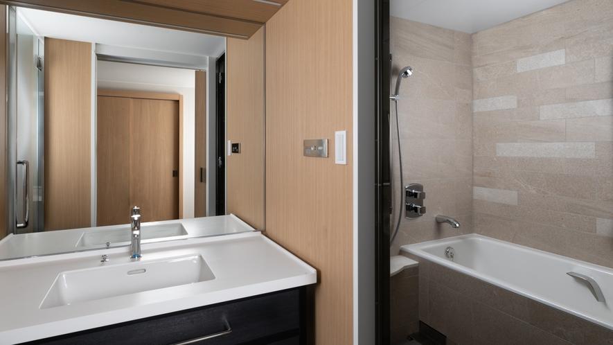 プレミアムフロアのバスルームは全室洗い場付きのセパレートタイプとなっております。