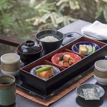 カフェカリフォルニアの朝食には、和定食もご用意しております。