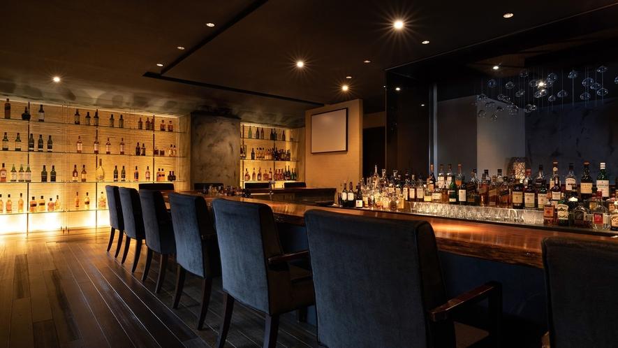 落ち着いた雰囲気のカウンター席は、ウイスキー好きの方におすすめです。
