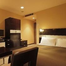 ダブルルーム(17㎡)ベッド幅140cm×1台 全室Wi-fi、LANケーブル無料です