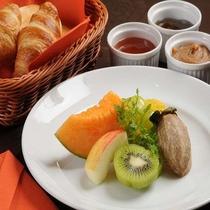 【選べる定食4種類】コンチネンタル フレッシュフルーツと自家製ジャム3種付き。