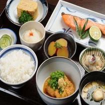 【選べる定食4種類】和定食 人気No.1!手作りの副菜がたっぷり。