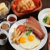 【選べる定食4種類】洋定食 地場産の食材&自家製厚切りベーコンが人気。