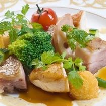 媛っこ地鶏胸肉のソテーともも肉の軽いコンフィ