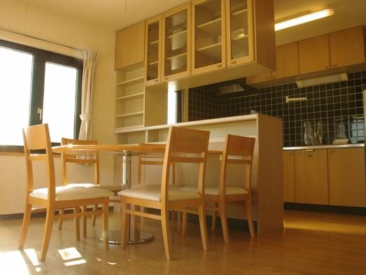 室内広々スタンダード4〜5名様用「コテージ樺山」WIFI完備、ゆったりセミダブルベッド【添い寝無料】