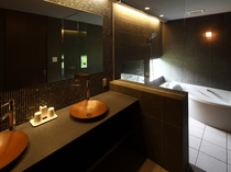 4~5名様用デラックスコテージ「ラピス」の浴室