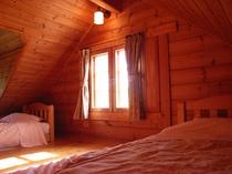 2~4名様用ログハウス「スティ」の寝室