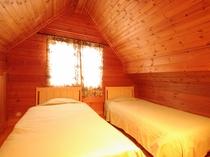 4~6名様用ログハウスコテージ「サファイア」の寝室