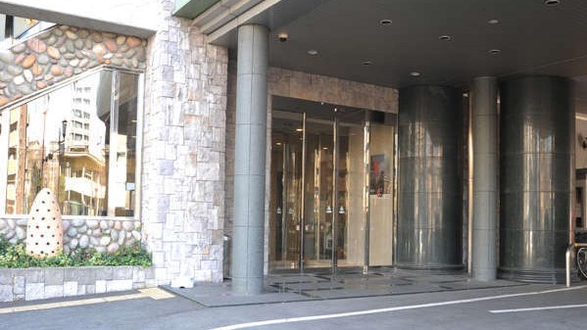 【ホテル玄関】