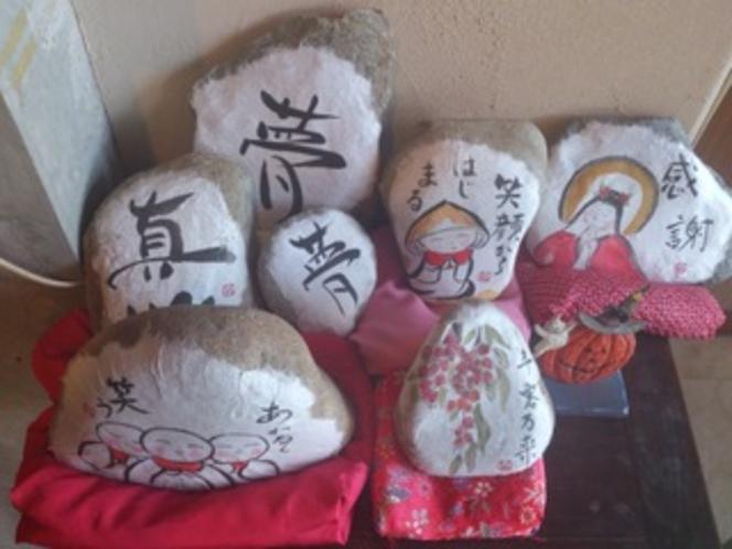 女将さん描いた石たち