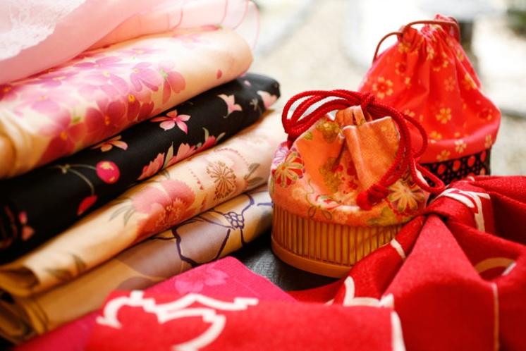 人気モデルや有名デザイナーが仕立てた浴衣が勢揃い。