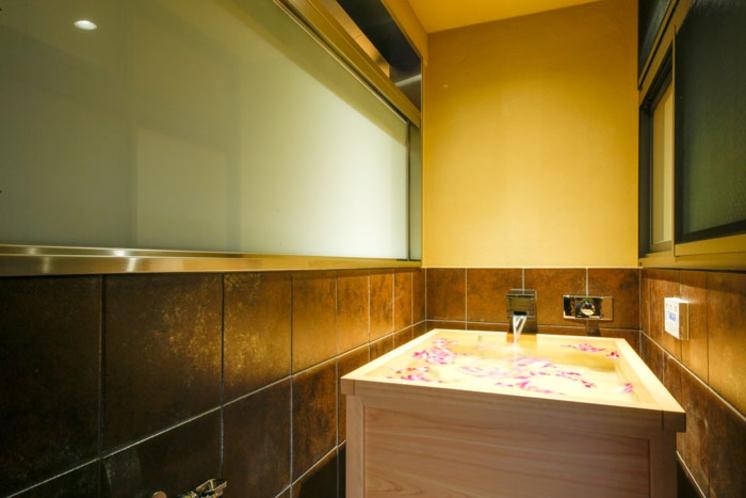 特別フロア「璃楽」 フラワーバス半露天風呂付特別室/観世水
