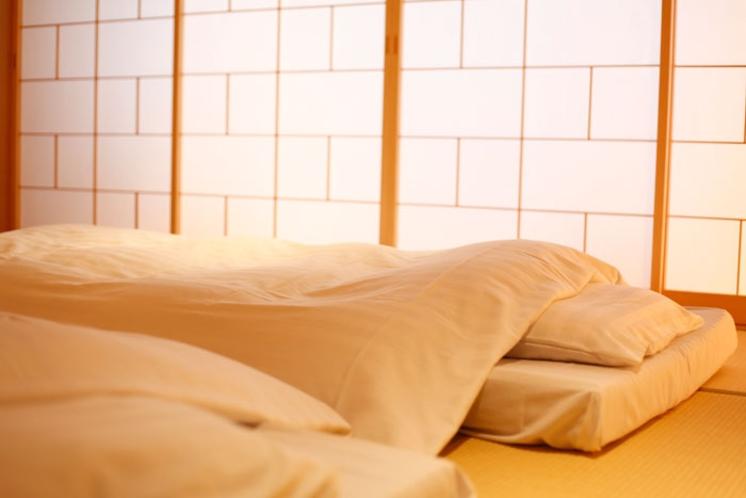 """湯楽で使用している東京西川の""""整圧敷きふとん""""は睡眠中の血行に配慮した作りになっています。"""