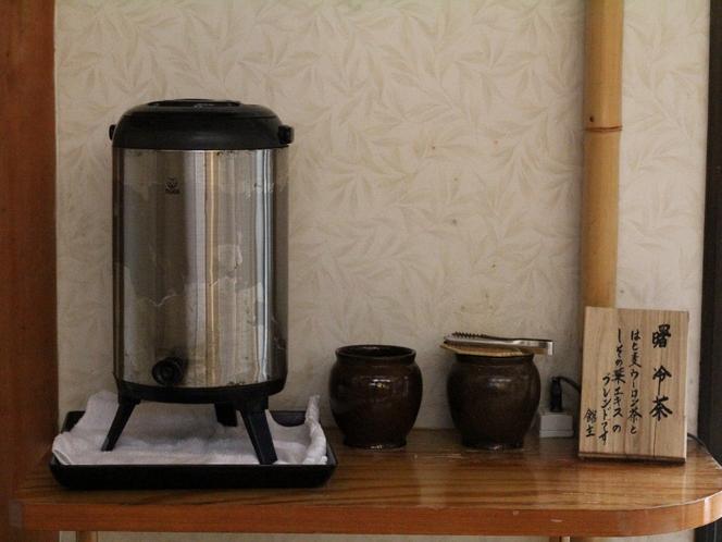 【大浴場】湯上りは紫蘇のエキスが効いた「湯上り茶」と「カリカリ梅」をどうぞ♬