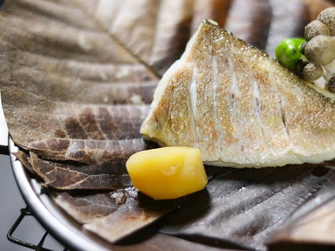 甘鯛の朴葉焼き