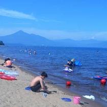 *猪苗代湖の崎川浜 夏は湖水浴でにぎわいます