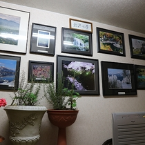 *[館内一例]オーナーが撮影した美しい写真が飾られています
