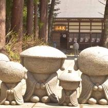 *観音寺ではかわいいお地蔵様がいらっしゃいます(喜多方市)