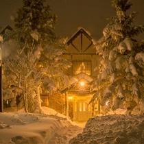 *[外観]冬は真っ白な雪景色に包まれ幻想的な雰囲気