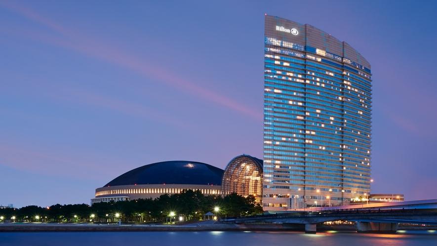 【ホテル外観】ロマンチックな夜景