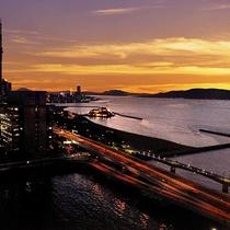 【福岡タワー側の夕日】イメージ