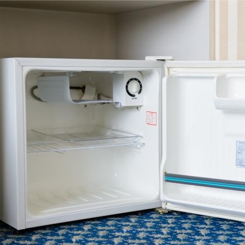 冷蔵庫 中は空です。ご利用の際にスイッチを入れてください。