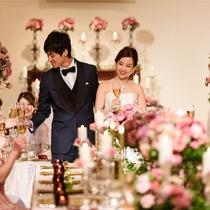 天井高5.5mのバンケットでは丁寧なおもてなしとホテルらしい空間で親もゲストも満足の結婚式が叶う
