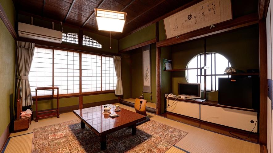 *【和室6畳BTなし】窓からは宮津の町並みが。障子なども凝ったつくりです。