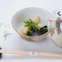 *【夕食一例】季節に合わせた旬の食材をご用意!