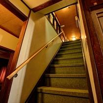 *【階段】昔ながらの木造3階建、エレベーターはございません。