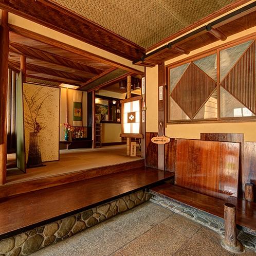 *【玄関】おかえりなさい。そんなホッとした雰囲気は木造建築ならでは。
