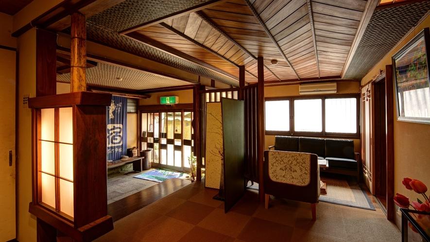*【玄関】ホッとした雰囲気は木造建築ならでは。