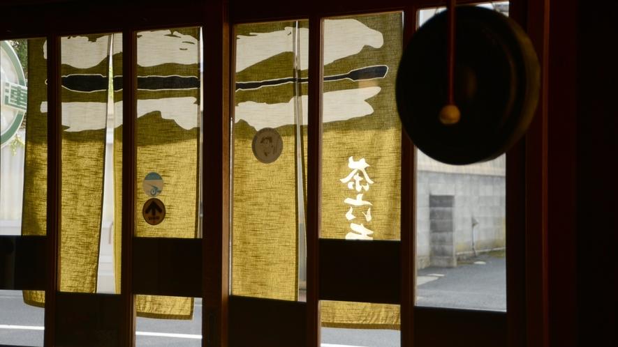 *【玄関】宮津の食・地酒がお愉しみ頂ける茶六本館へようこそ!