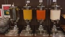 ◆ドリンクコーナー(広島産レモン水・オレンジジュース・野菜ジュース・牛乳)